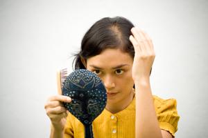 Как помочь волосам после родов